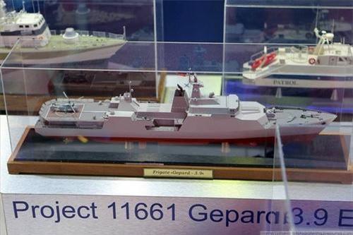 Mô hình tàu hộ vệ tên lửa Gepard 3.9 nâng cấp với cấu hình vũ khí mạnh nhất. Ảnh: Sputnik.