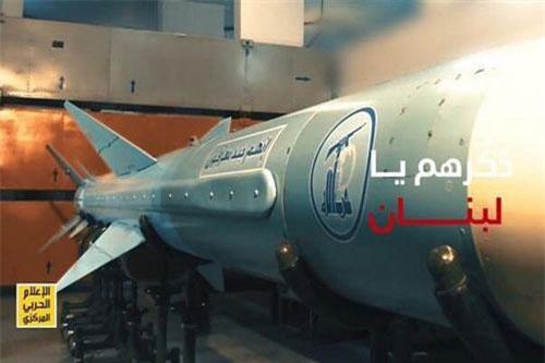 Theo hình ảnh được công bố, loại tên lửa chống hạm này của Hezbollah rất giống với vũ khí đã tấn công tàu chiến INS Hanit của hải quân Israel trong cuộc chiến tranh Lebanon hồi năm 2006.