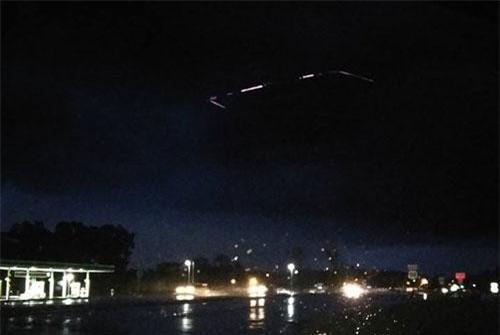 Bức hình UFO bí ẩn của ông Javion Hill. Ảnh: Javion Hill/Facebook.
