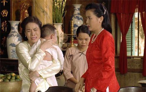 """Hàng loạt hành động của Mợ 2 Sáng (Cao Thái Hà) gây phẫn nộ trong phim """"Tiếng sét trong mưa"""""""