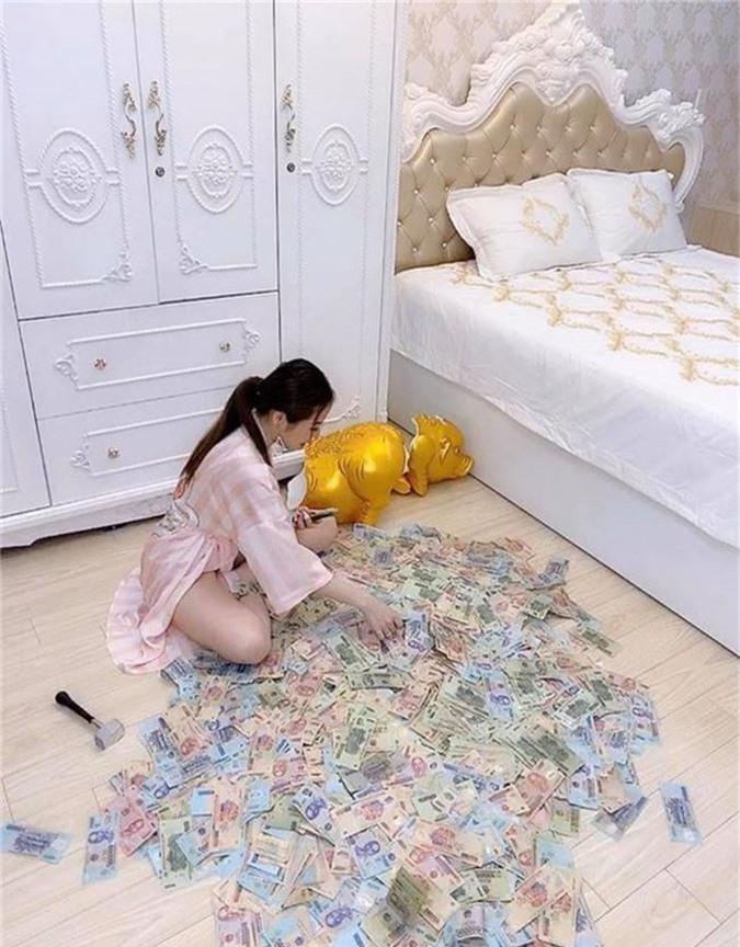Gái xinh Sài Gòn đập lợn tiết kiệm 11 tháng được 2,8 tỷ nhưng dân tình lại ngay lập tức nhìn ra điểm sai quá sai - Ảnh 1.