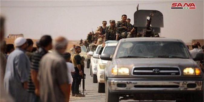 Tro lai Tal Tamr, quan doi Syria mang theo nhieu vu khi hang nang-Hinh-5