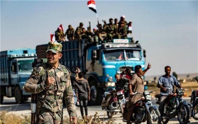 Tro lai Tal Tamr, quan doi Syria mang theo nhieu vu khi hang nang-Hinh-6