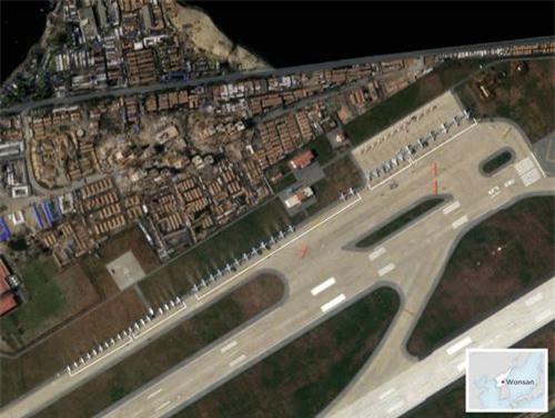 Lộ ảnh dàn máy bay chiến đấu Triều Tiên xếp hàng bí ẩn - 1