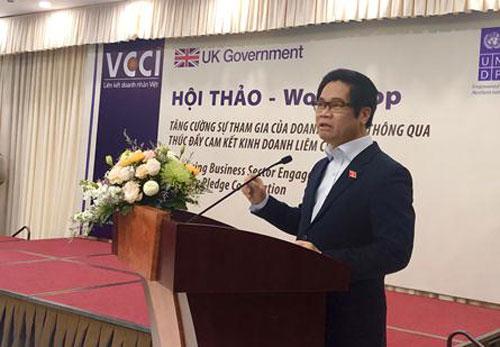 Ông Vũ Tiến Lộc (Chủ tịch VCCI) phát biểu khai mạc sự kiện. Ảnh: LV
