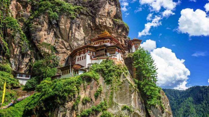 Bhutan thu hút du khách với cảnh đẹp hoang sơ.