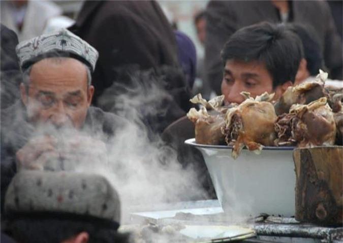 "Cac mon an kinh di tu cuu o Trung Quoc khien du khach ""khoc thet""-Hinh-3"