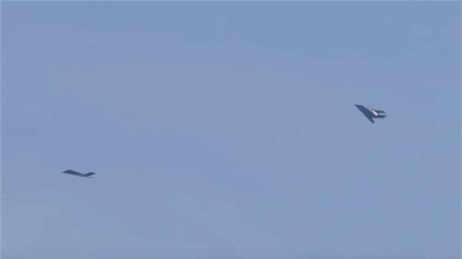 Lo F-22 bi Su-35 Nga