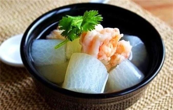 Canh tôm củ cải trắng có tác dụng thanh nhiệt giải độc, tăng cường sức đề kháng nên rất tốt cho người bị viêm xoang mũi