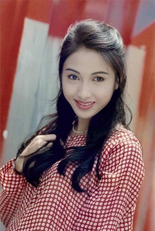 """Tuổi xuân rạng rỡ của """"đệ nhất mỹ nhân TVB"""" Lê Tư - Ảnh 4"""