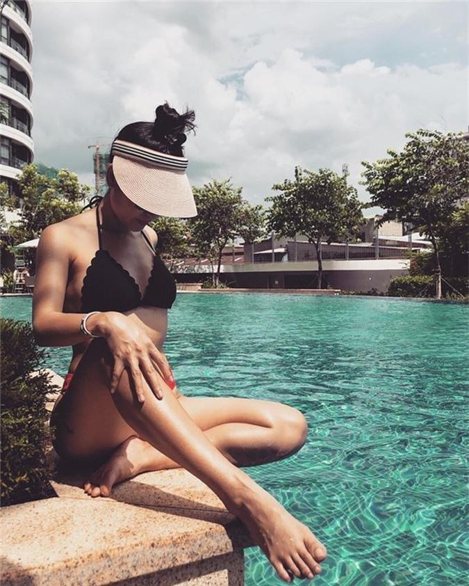 U40 Phương Linh khoe thân hình không chút mỡ thừa với bikini