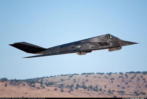 F-22 Raptor là một trong những chiếc máy bay tiêm kích hiện đại nhất thế giới thuộc Không quân Mỹ nhưng nó còn tồn tại một số hạn chế, đặc biệt nhất đó là F-22 mù trong phạm vi hồng ngoại.