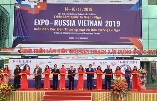Phó Thủ tướng Trịnh Đình Dũng cắt băng khai mạc Expo- Russia Vietnam 2019. Ảnh: LV.