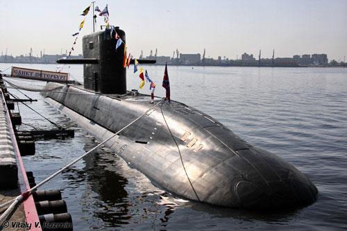 Hiện tại hải quân Nga vẫn chưa có bất cứ tàu ngầm tấn công diesel-điện nào được tích hợp động cơ AIP trong biên chế, họ đã thất bại trong việc thử nghiệm thiết bị này trên chiếc Lada - Dự án 677.