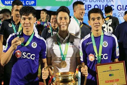 Đình Trọng trong ngày giương cúp vô địch Cúp Quốc gia 2019 cùng Hà Nội FC