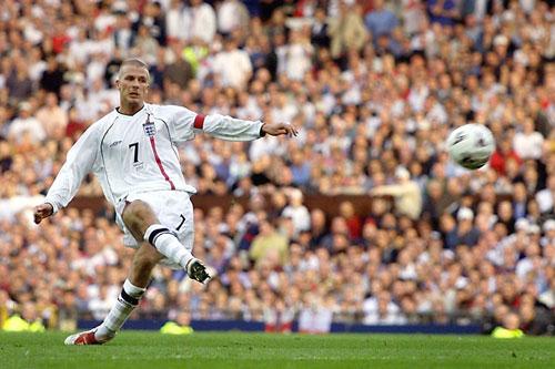 Pha đá phạt của Beckham.