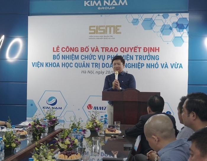 Phó Chủ tịch thường trực kiêm Tổng thư ký VINASME Tô Hoài Nam chúc mừng ông Nguyễn Kim Hùng được bổ nhiệm chức vụ mới.