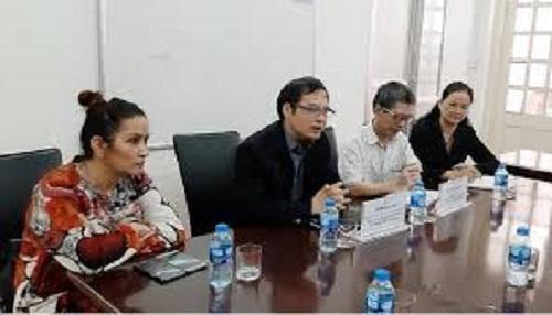 Ông Tô Hoài Nam (áo đen) - Phó Chủ tịch Thường trực kiêm Tổng thư ký VINASME chia sẻ tại cuộc trao đổi.