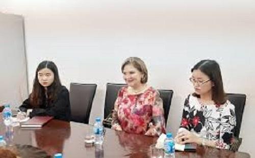Bà Claudi Zambrano (giữa) - Chủ tịch Phòng Thương mại Colombia Việt Nam.
