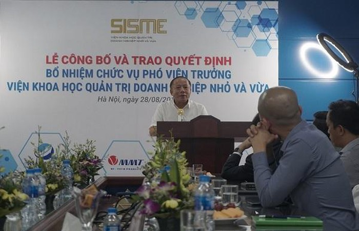 Chủ tịch Nguyễn Văn Thân đã trao quyết định bổ nhiệm chức vụ Phó Viện trưởng SISME cho ông Nguyễn Kim Hùng Chủ tịch Nguyễn Văn Thân trao quyết định bổ nhiệm chức vụ Phó Viện trưởng SISME cho ông Nguyễn Kim Hùng