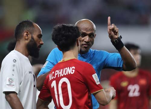 Ông Ahmed Al-Kaf để lại nhiều ấn tượng với NHM Việt Nam.
