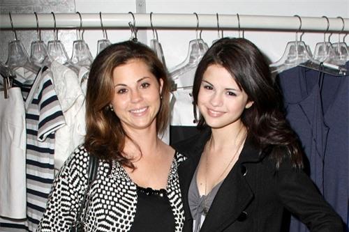 Chiêm ngưỡng nhan sắc đỉnh cao của mẹ Selena Gomez thời trẻ - Ảnh 3