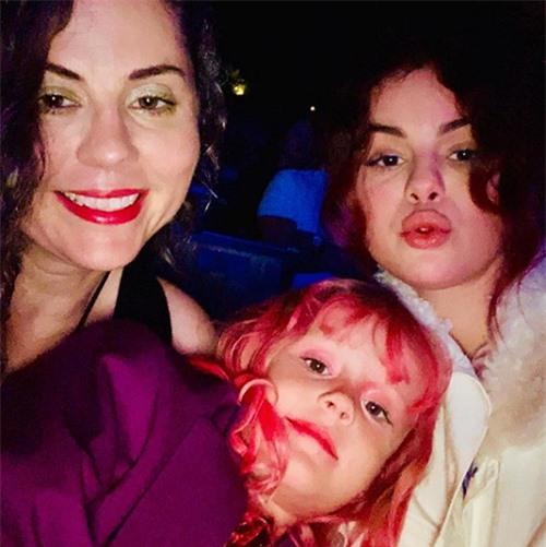 Chiêm ngưỡng nhan sắc đỉnh cao của mẹ Selena Gomez thời trẻ - Ảnh 6