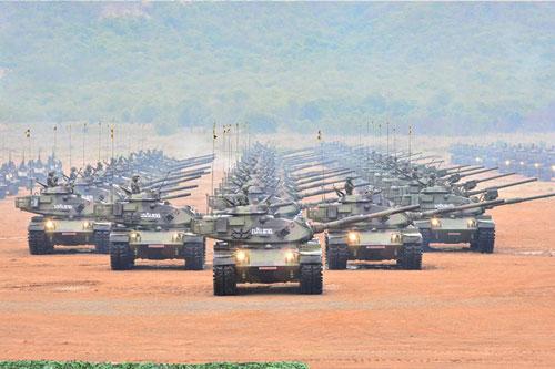 """Theo các số liệu không chính thức chỉ tính riêng Lục quân Thái Lan số lượng xe tăng của nước này đã rơi vào khoảng từ 600-700 đơn vị, và được xem là """"xương sống"""" của lục quân nước này. Nếu so với các quốc gia trong khu vực Đông Nam Á lực lượng xe tăng Thái Lan cũng đứng hàng nhất nhì về số lượng, tuy nhiên họ vẫn có những điểm yếu. Nguồn ảnh: thaidefense-news."""