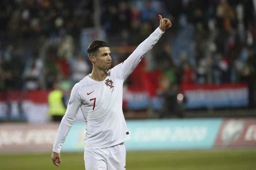 Ronaldo tỏa sáng bất chấp bị la ó. Ảnh: Getty.