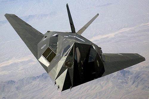 Không chỉ một mà có tới hai chiếc F-117 Nighthawk đã được phát hiện đang bay ở bãi huấn luyện Tonopah của Không quân Mỹ hồi tháng 10 vừa rồi. Nguồn ảnh: Pinterest.