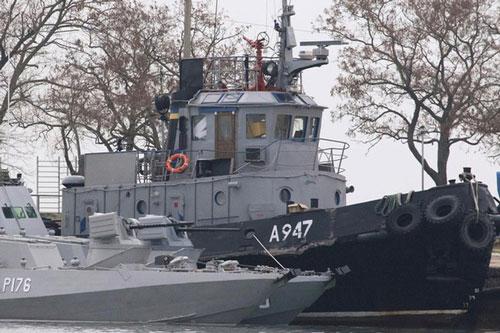 Tàu Ukraine bị Nga bắt giữ. (Ảnh: Reuters)