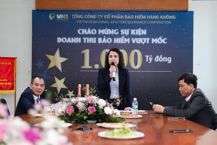 Bà Lê Thị Hà Thanh, Chủ tịch HĐQT phát biểu chúc mừng sự kiện VNI đạt doanh thu bảo hiểm vượt mốc 1.000 tỷ