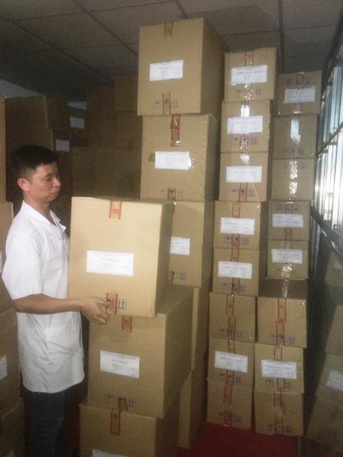 """Lô sản phẩm Kezakol của Cty Linh Đạt bị Cục ATTP yêu cầu """"cất kho"""" trong khi lô hàng chỉ còn hạn sử dụng trong 7 tháng."""