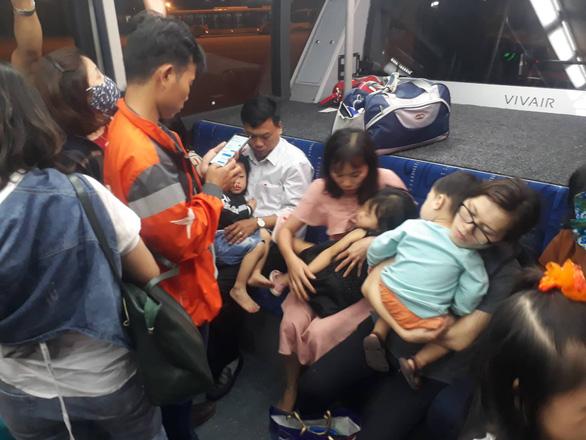 Hành khách mệt mỏi, bất an sau sự cố kỹ thuật phải hạ cánh ở Đà Nẵng ngày mùng 2 tết