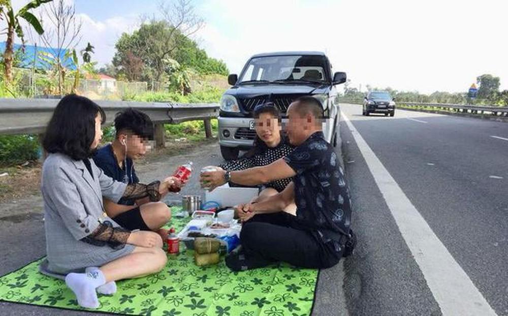 Bày tiệc ăn tại dừng làn khẩn cấp cao tốc Hà Nội- Lào Cai, liều đến thế là cùng
