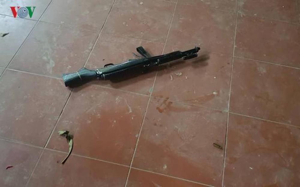 Hiện trường sân chùa Phủ Liễn và khẩu súng CKC do Nông Văn Lâm gây án bất thành (ảnh TL)