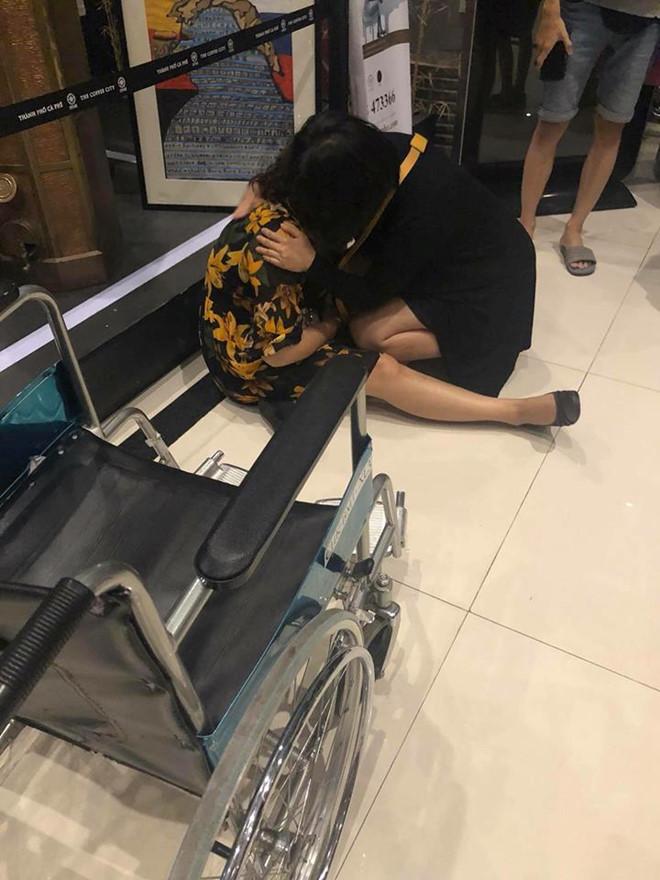 Hành khách bị thương và hoảng loạn tinh thần sau sự cố máy bay hạ cánh bay hai bánh trước, truyền thông nhắc Vietjet mới có lời cáo lỗi