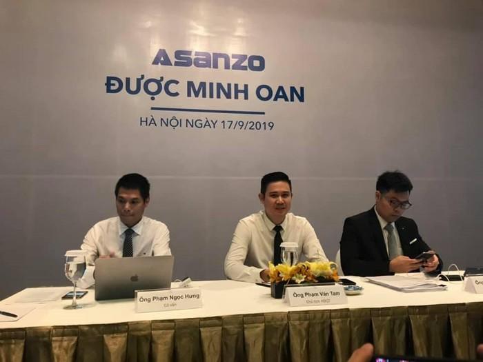 Ông Phạm Văn Tam, Chủ tịch HĐQT Asanzo (giữa) tại cuộc họp báo sáng 17/9/2019.