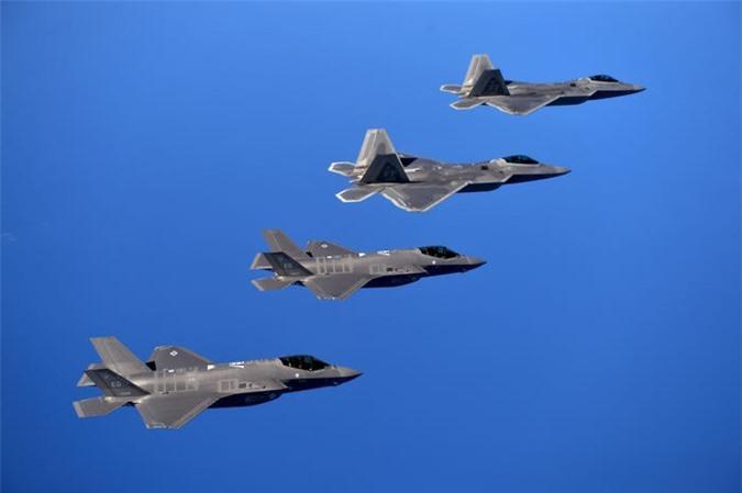 Khong quan My muon F-35 va F-22 bay duoc vao… vu tru?-Hinh-3
