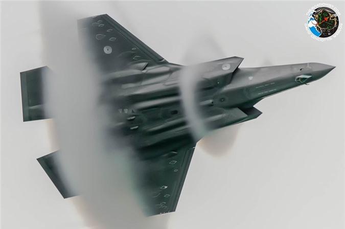 Khong quan My muon F-35 va F-22 bay duoc vao… vu tru?-Hinh-8