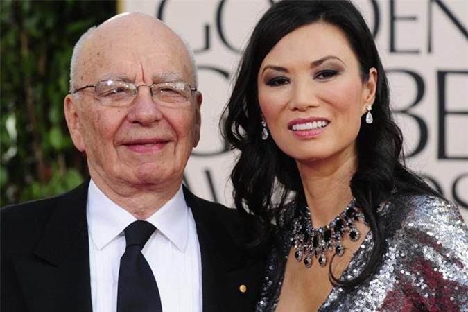 Tỷ phú Murdoch bên người vợ thứ 3, Đặng Văn Địch. Ảnh: US today.