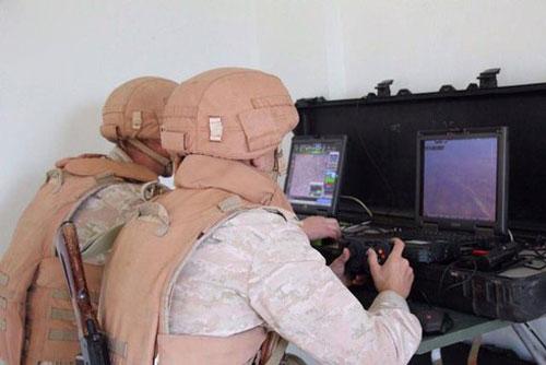 Binh sỹ Nga điều khiển UAV Orlan-10 ở Trung tâm điều khiển đặt tại Bắc Syria. Nguồn: Sohu