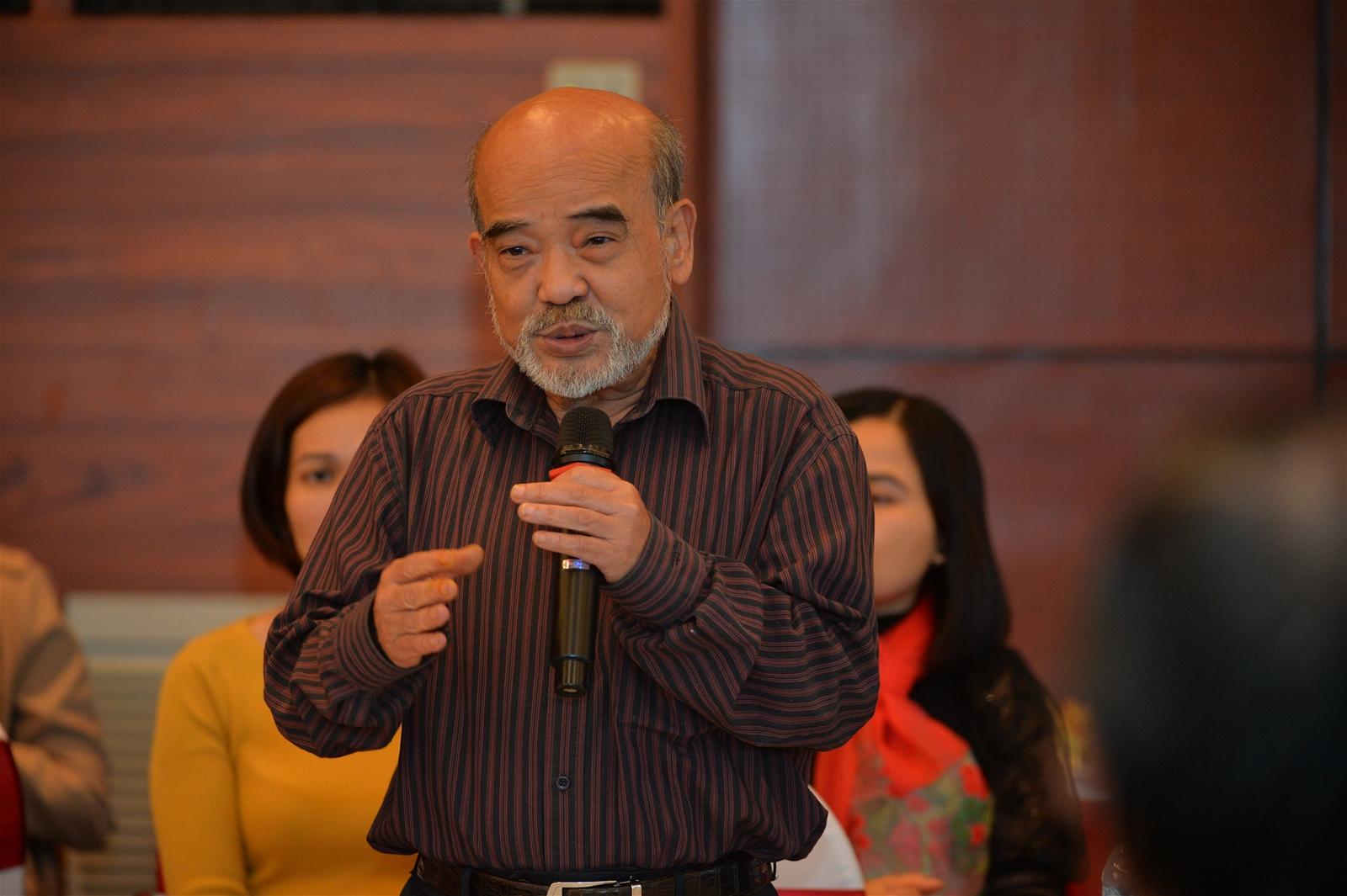 Giáo sư Đặng Hùng Võ phát biểu tại buổi Tọa đàm.