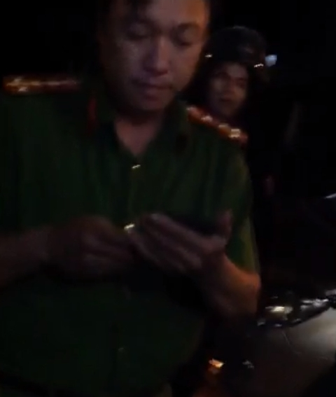 Đại úy Phạm Quốc Hưng - CA thị trấn Dương Đông bị tố cáo bắt giữ, đánh đập công dân nhằm chiếm đoạt tài sản.