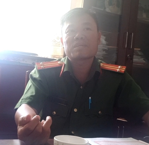 Trung tá Lê Minh Chánh – Trưởng CA thị trấn Dương Đông thừa nhận giữ ông Hùng hơn 17 tiếng đồng hồ để... làm việc.