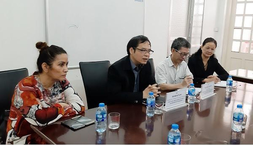 Mr. To Hoai Nam (black shirt) - Standing Vice Chairman and Secretary General of VINASME shared at the meeting.
