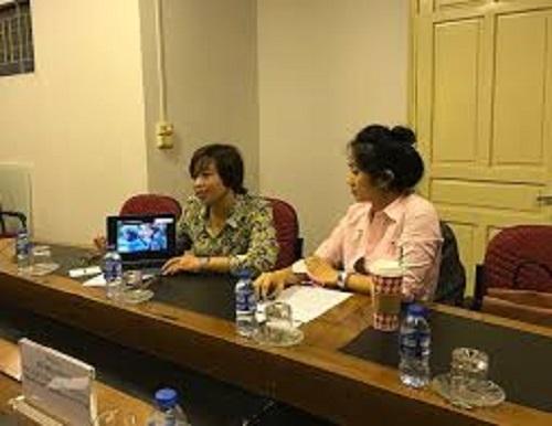 Mrs. Hana Tran (left) - Business Director of RSVP Company, Director of Vietnam Digital 4.0 project.