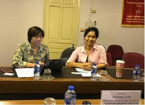 Mrs. Do My Ninh (right), Vietnam National Marketing Director of Google.