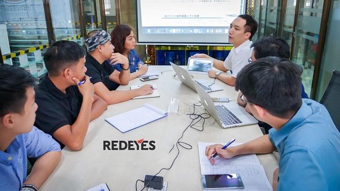 Buổi làm việc chính thức của GMO-Z.com RUNSYSTEM tại trụ sở của Redeyes (Ảnh: TL)