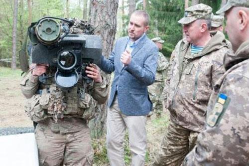 Ngoại trưởng Pompeo: Mỹ chuyển vũ khí cho Ukraine đấu với Nga